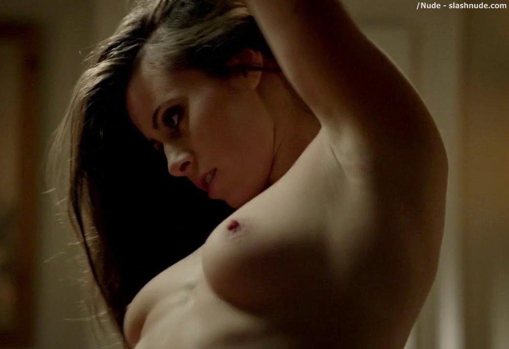 Sarah Thompson  nackt